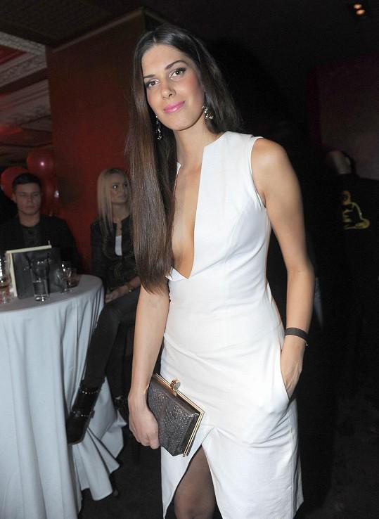 Aneta Vignerová si vzala hodně odvážné šaty.