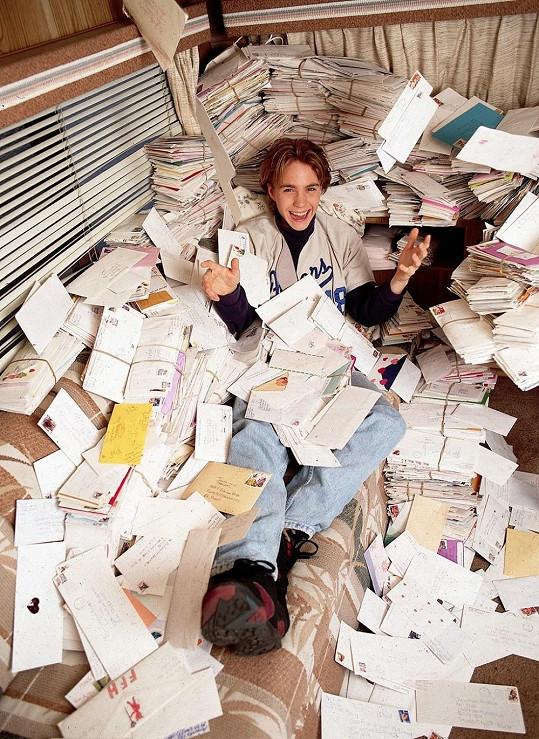 Fanynky mu psaly tisíce dopisů....
