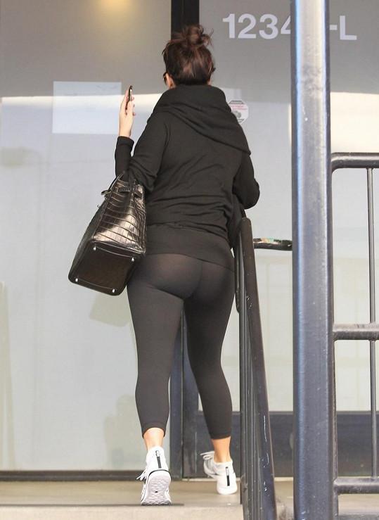 Kim a její milovaný cvičební úbor. Snímek z roku 2012.