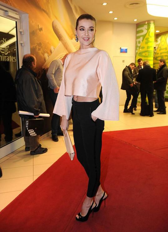 Iva Kubelková byla díky svému stylistovi skvěle oblečená.