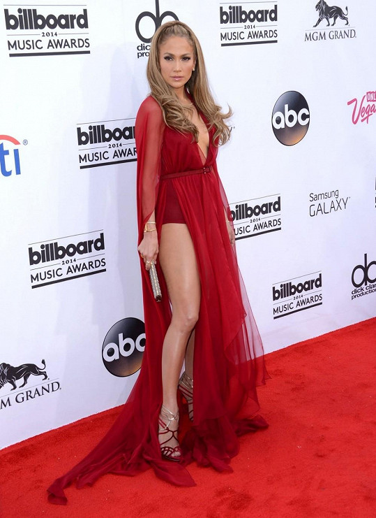Jennifer Lopez zvolila odvážný model.
