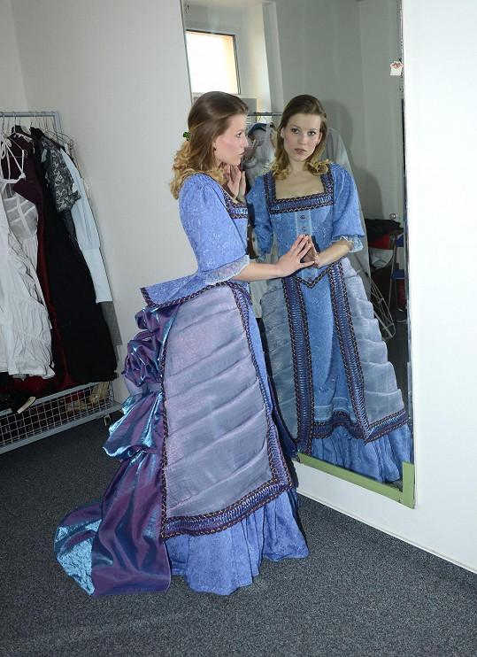Míše šly šaty nádherně k očím.