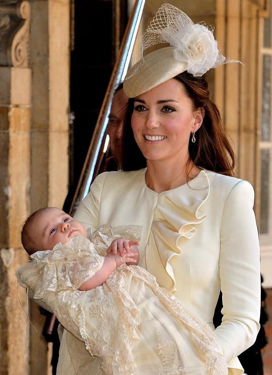 Vévodkyně Kate se synem Georgem na jeho křtinách