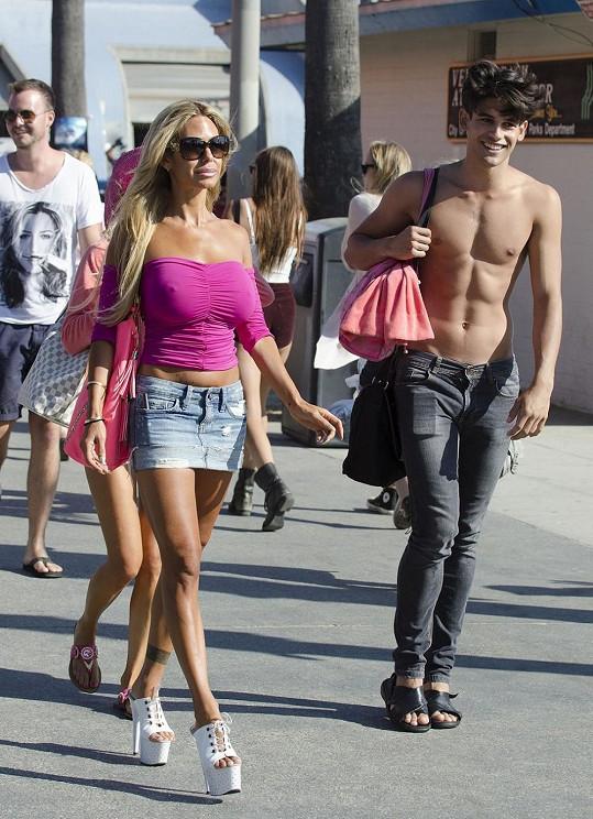Shauna Sand s neznámým mladíčkem