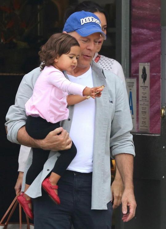 Bruce Willis je pyšným tatínkem.