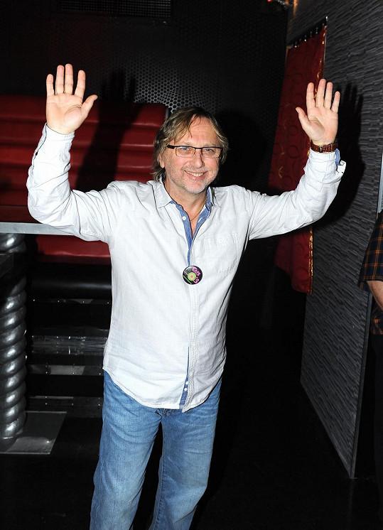 Dalibor Janda rád nosí upnuté džíny..