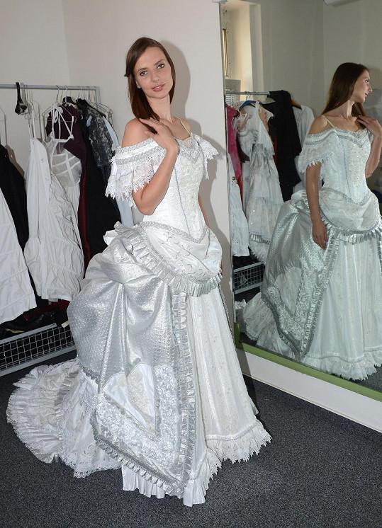 Monika Sommerová ve svatebních šatech pro muzikál Fantom opery
