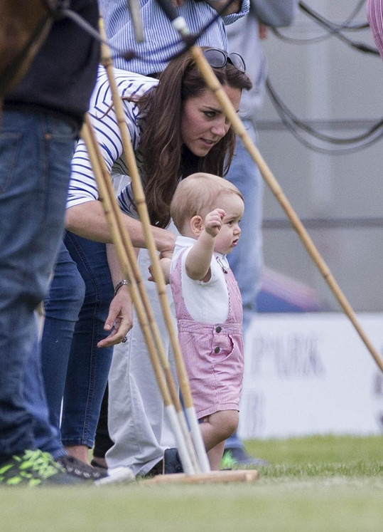 Princ George měl jiné zájmy, než sledovat tatínka při zápase.