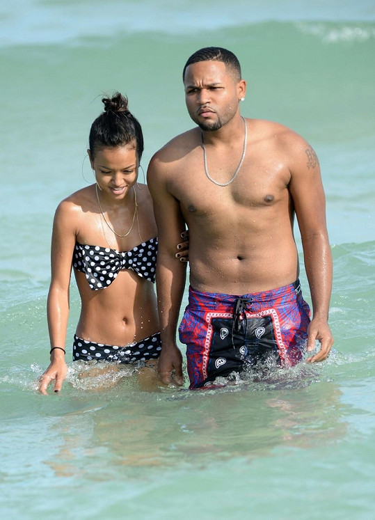 Tran se zdržovala ve společnosti mladíka, jenž se Chrisi Brownovi podobal.