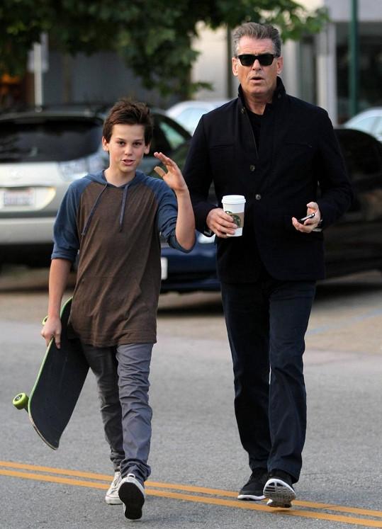 Pierce Brosnan se synem Parisem.