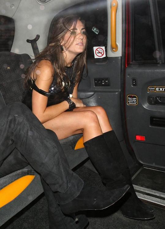 Kate neváhala prodat své nekonečně dlouhé nohy.
