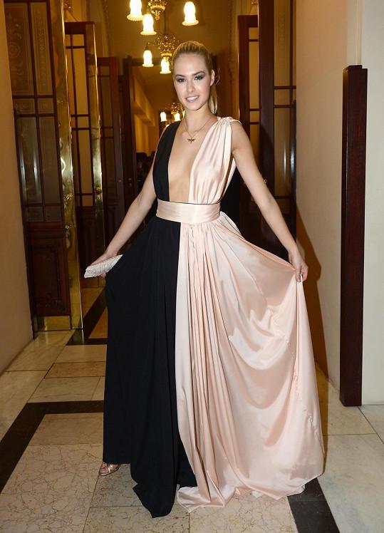 Simona Dvořáková měla velmi odvážné šaty.
