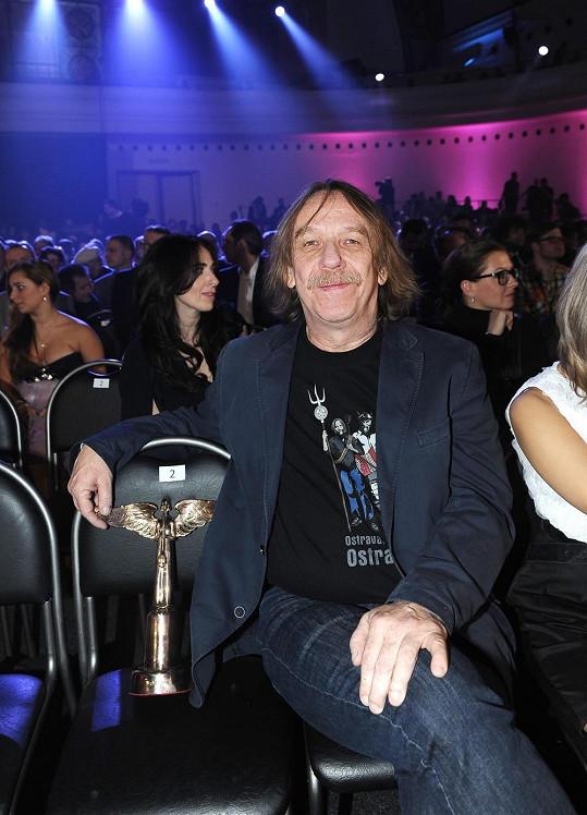 Pro Konvičkovou napsal text Jaromír Nohavica. Pro ostravského barda to byla po spolupráci s Marií Rottrovou a Heidi Janků první spolupráce s jinou zpěvačkou.