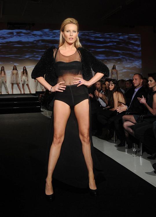 Krainová začínajícím modelkám předvedla, jak se to dělá.