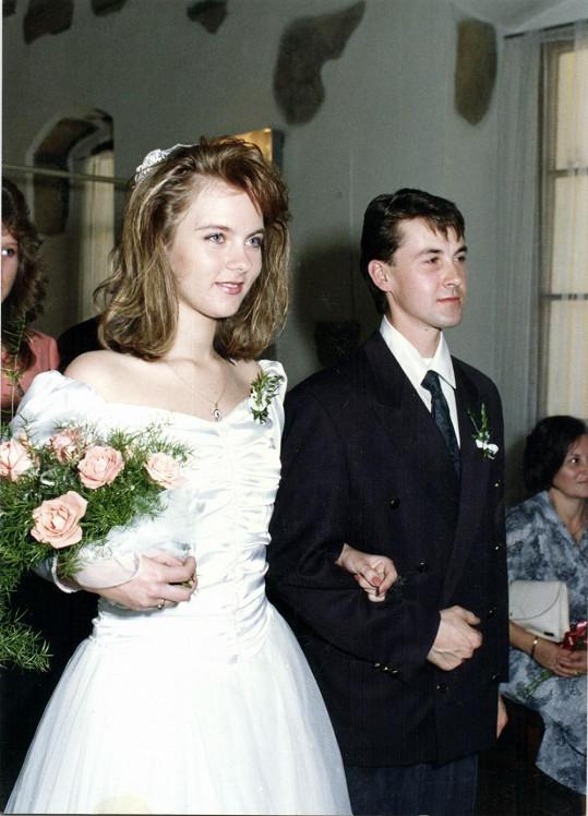 Moderátorka před 22 lety na svatbě