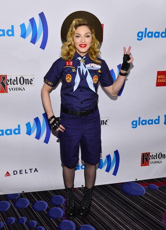 Madonna jako skautka na GLAAD Awards.