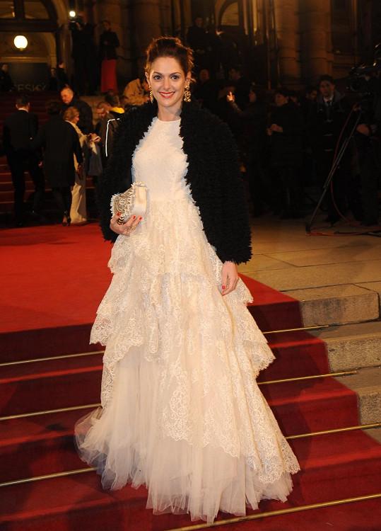 Klára Issová zvolila šaty stejné značky jako Aňa.