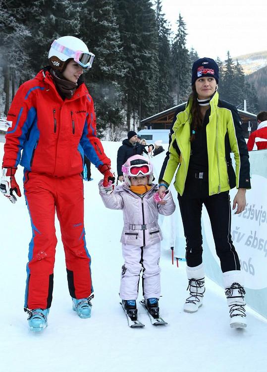 Adrianka už byla i v lyžařské školičce.