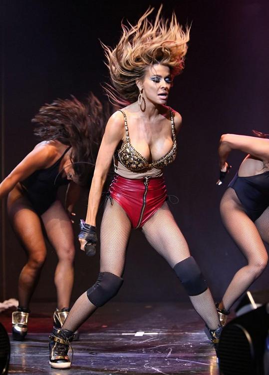 Electra bývala rovněž tanečnicí.