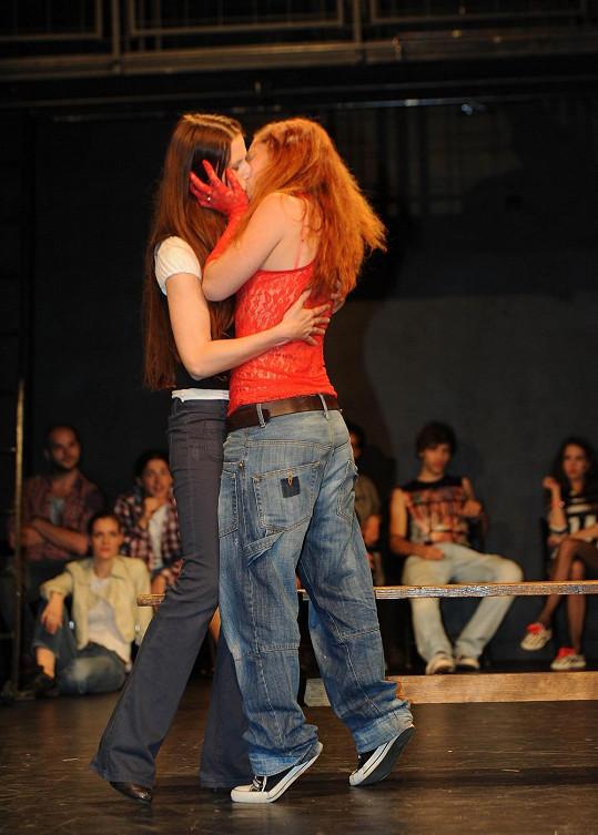 Jedna z líbacích scén