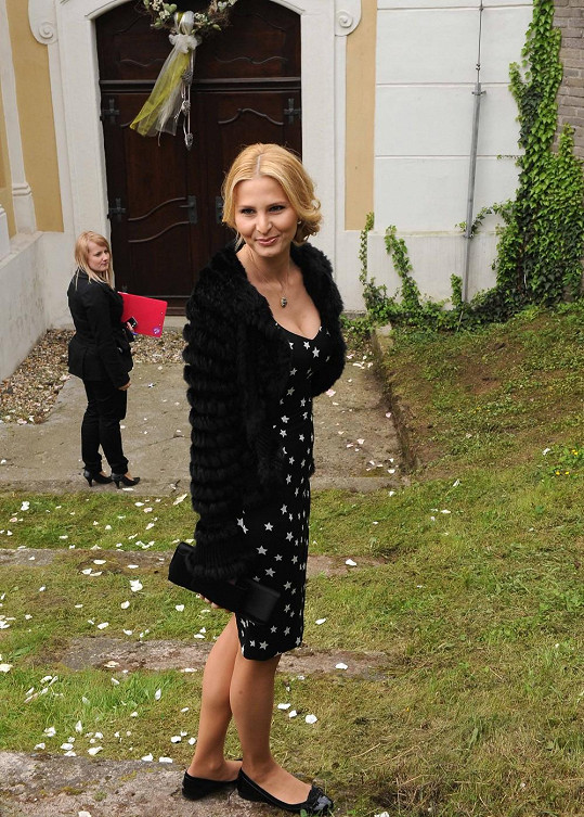 Ivana Gottová si oblékla černé šaty s hvězdičkami.