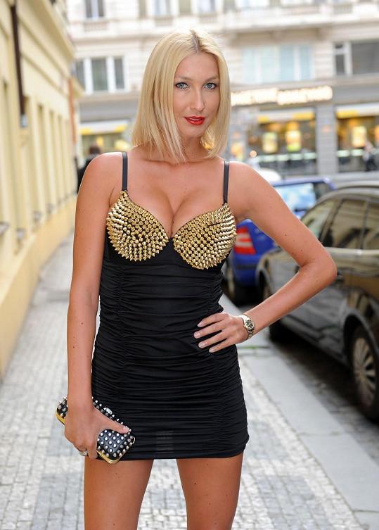 Dominika Mesarošová se za své přednosti nikdy nestyděla.