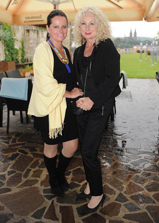 Světlana Nálepková dorazila na párty s kamarádkou Adrienou Sobotovou.