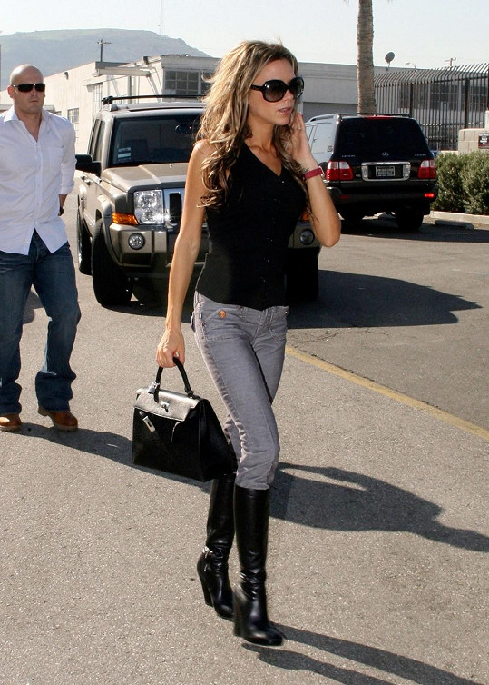 """Kabelku """"Birkin"""" od Hermès vlastní v několika provedeních Victoria Beckham."""