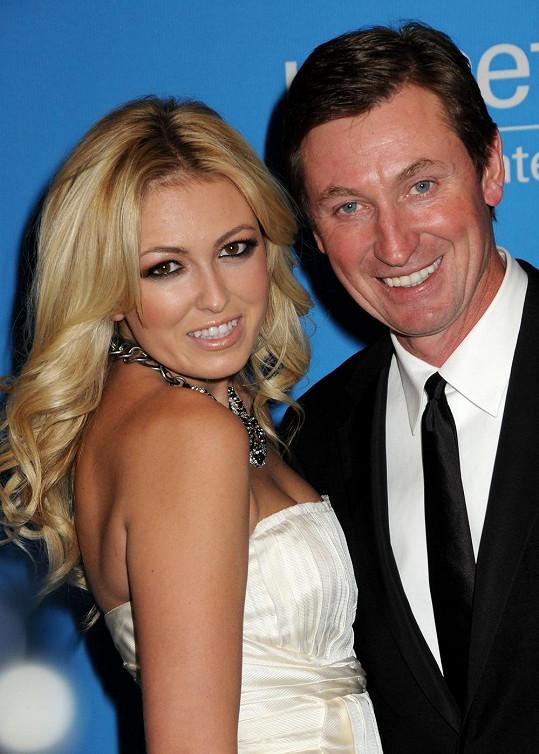 Paulina Gretzky se svým otcem.