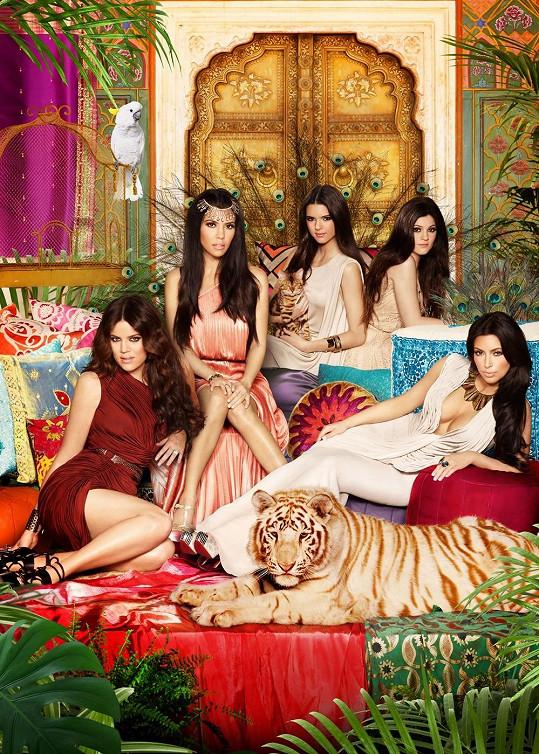 Kendall se sestrami Kylie, Kim, Kourtney a Khloé Kardashian.