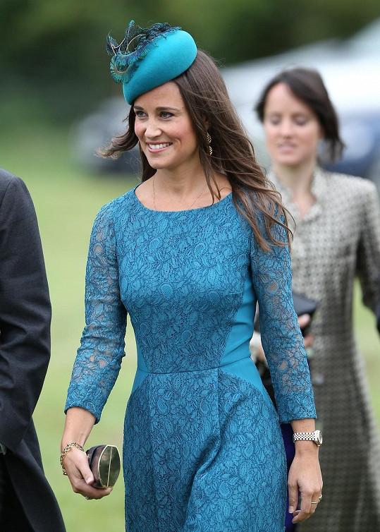 Sestra vévodkyně Kate byla od hlavy až k patě oblečená do modré.