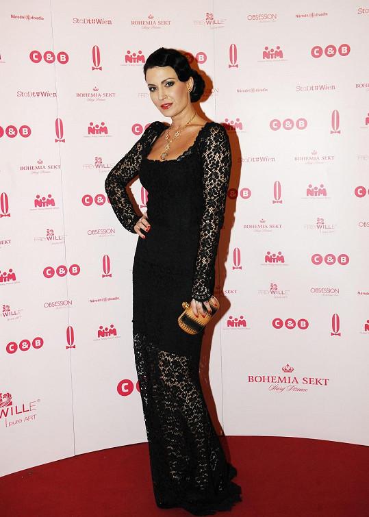 Toaletu na Ples v Opeře od Dolce & Gabbana jí šel půjčit stylista Jan Pokorný.