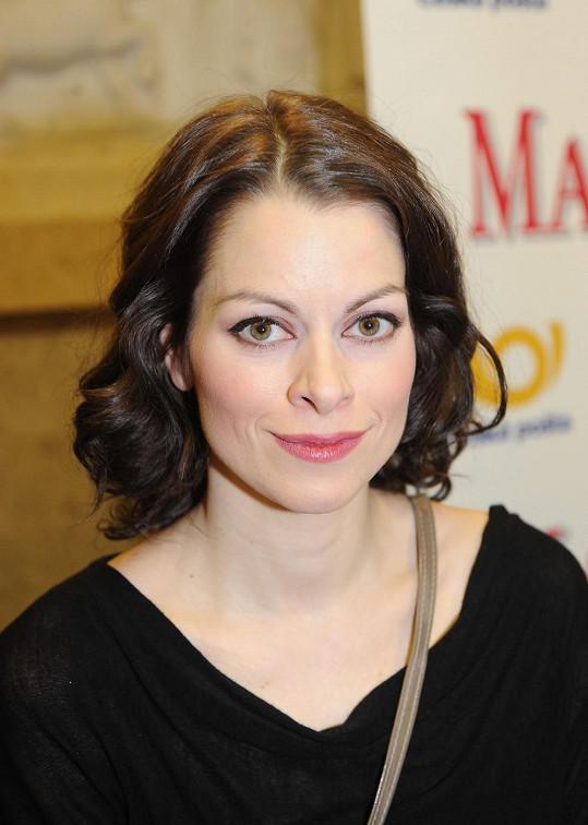 Hana Holišová, která si v seriálu Velmi křehké vztahy zahrála zdravotní sestřičku Annu Peškovou, byla nominována na cenu Thálie.