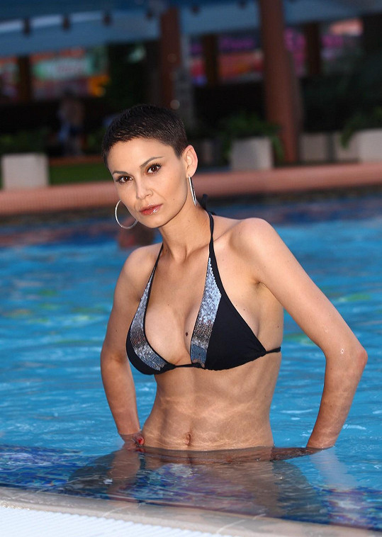 Vlaďka Erbová předvedla v bazénu svou dokonalou postavu.