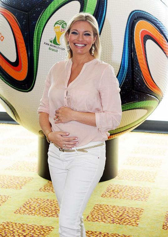 Moderátorku už netrápí těhotenské nevolnosti.