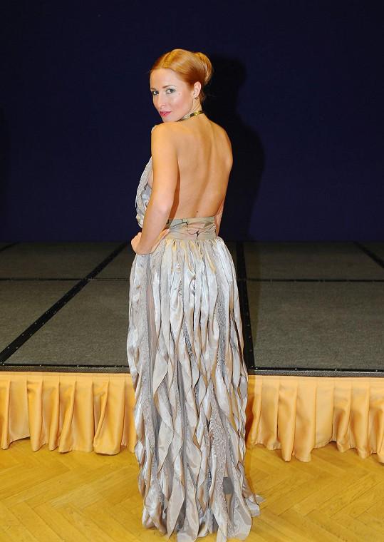 Romana zvolila krásné, ale trochu nebezpečné šaty.
