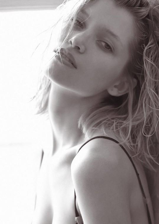 Hana Jiříčková boduje svojí nádhernou něžnou tváří a křehkým tělem.