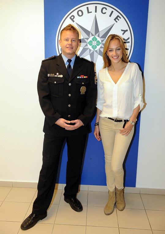 Kdyby Renata nezběhla po studiu Policejní akademie zpět k modelingu, mohla také nosit uniformu.