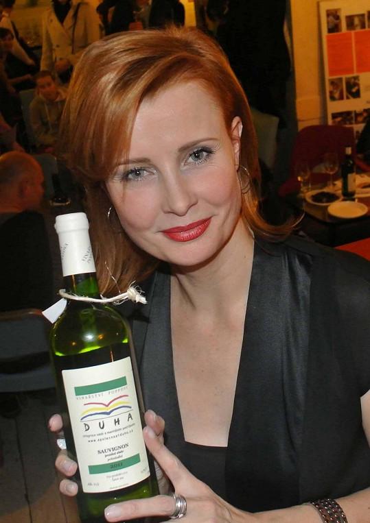 Jitka kvalitní vína miluje.