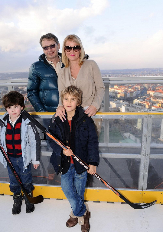 I se synem Venduly Kubou vypadali jako spokojená rodinka.