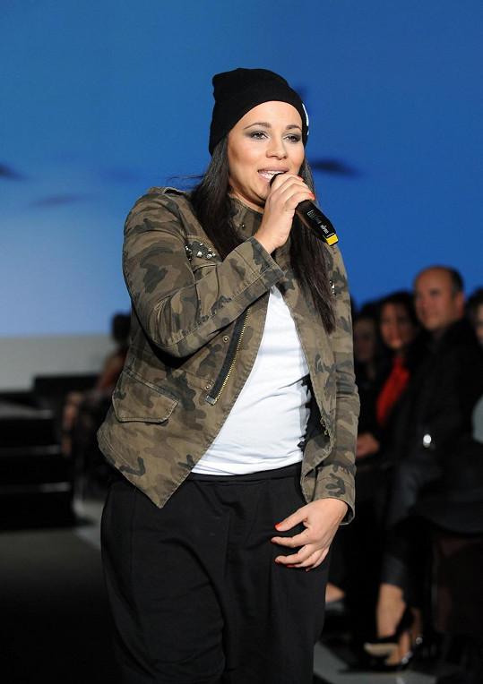 Tina Csillagová během svého vystoupení