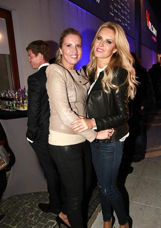 Simona a Yvonna jsou nejen sestry, ale také nejlepší kamarádky.