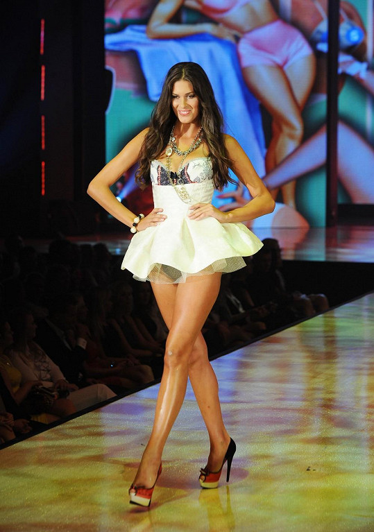 Miss ČR 2009 se zalíbily oblečky ve stylu amerických paniček 50. let.