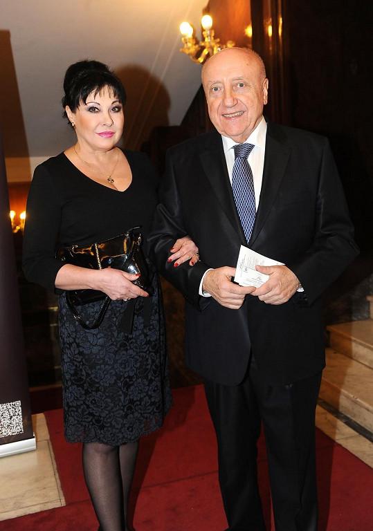 Dáda s manželem Felixem Slováčkem vyrazila na ples.