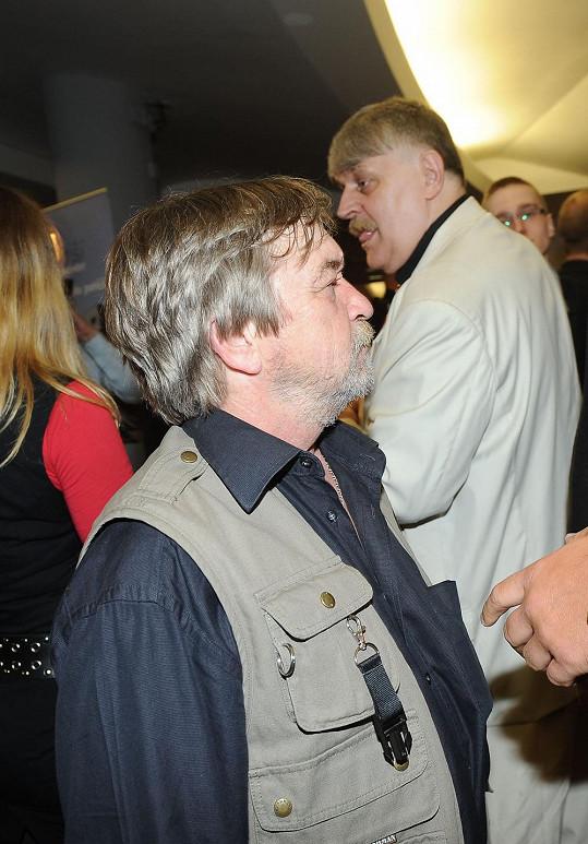 Na párty se potkal i s Romanem Skamenem, se kterým se pohádal.