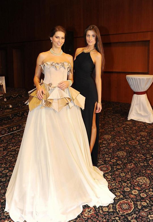 Sandra s moderátorkou Janou Marečkovou, které navrhla šaty.