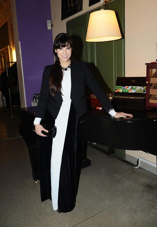 Marta Ondráčková černý outfit aspoň ozdobila bílou vsadkou.