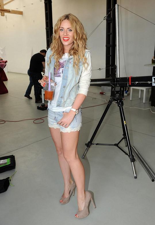 Nikol Moravcová se kdysi věnovala modelingu, teď už se věnuje jen moderování a herectví.