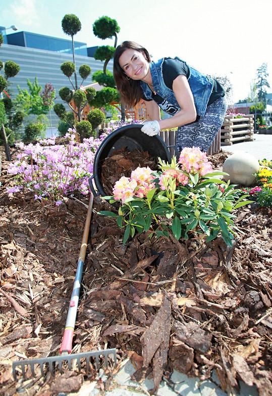 Kynychová má na péči o svou zahradu lidi. Možná ale opět přidá ruku k dílu.