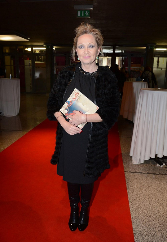 Bára Basiková před týdnem na premiéře Marie Antoinetty